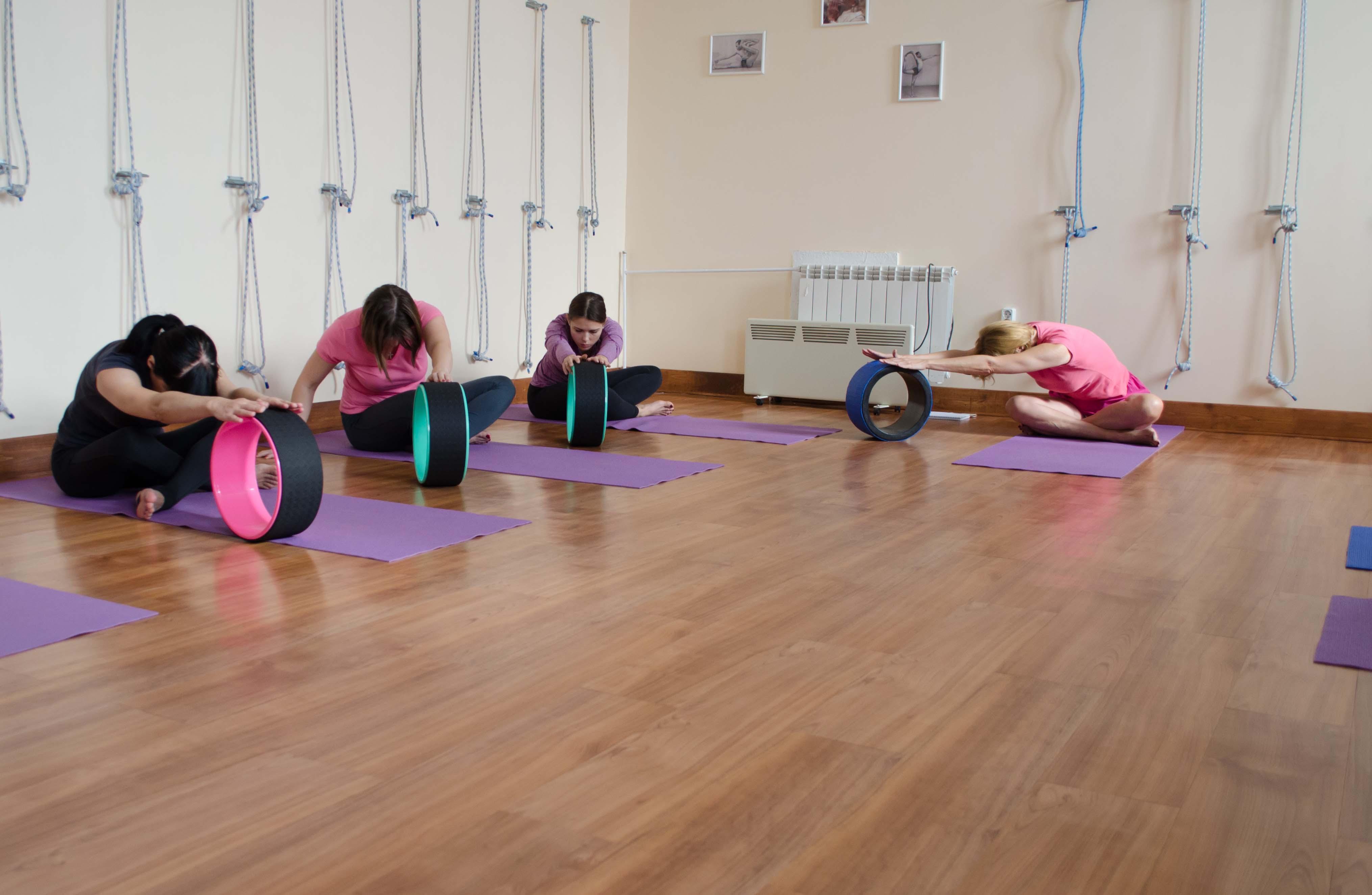 Йога практика официальный крылатское