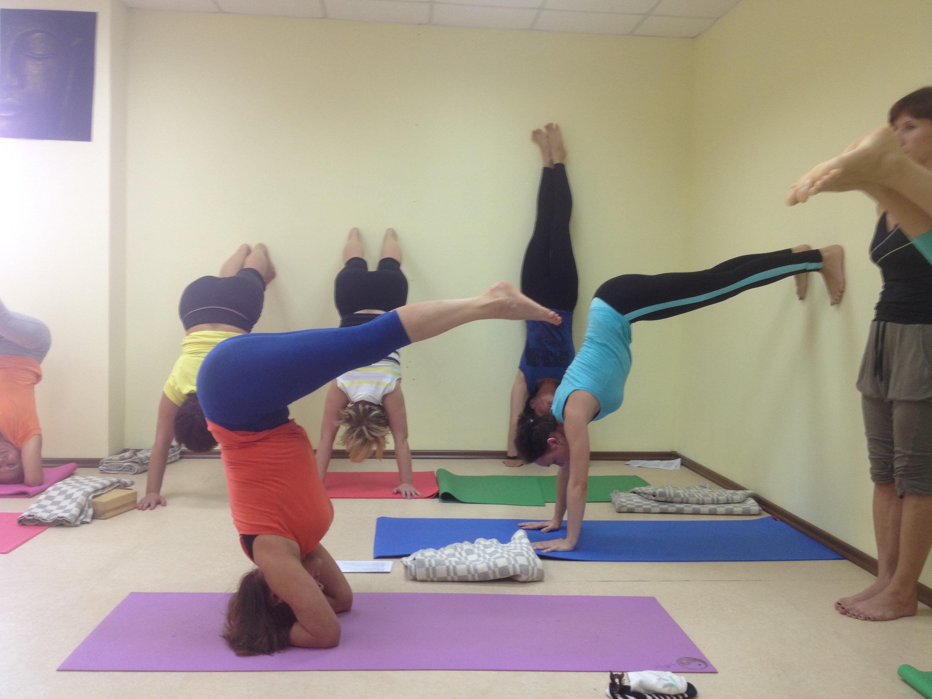 Уральский центр кинезиотерапии и инструктор стрекопытов алексей приглашают на занятия по йоге айенгара